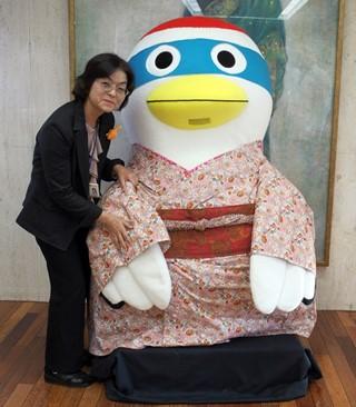 増渕室長と鶴のまきちゃん