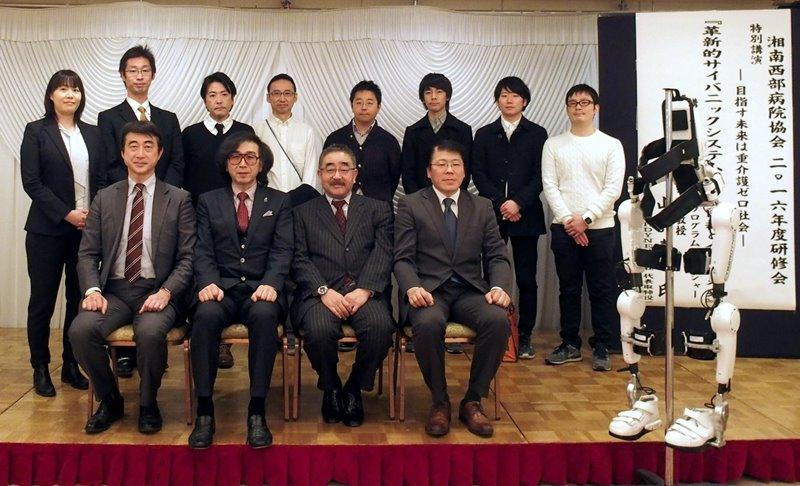 山海嘉之先生(前列左から二人目)