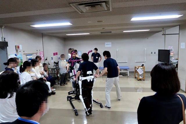 ロボットスーツHAL® 実演